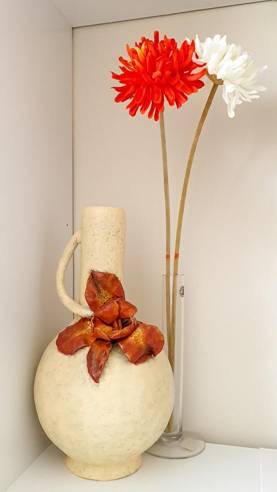 copycat pottery - clayitnow - Classic Scarlet Iris Flower Vase
