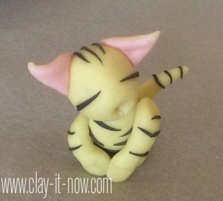 cat on the pillow pencil topper-claycatfigurine-11